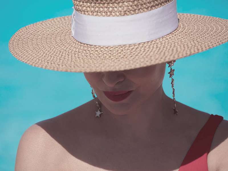 Woman with hat, Mykonos photographer photo shooting